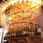ワインビュッフェ&肉バル ESOLA - ワインシャンデリア