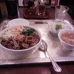 7053011 - 焼肉丼(500円)