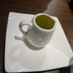 トラットリア クイント - パンにつけるオリーブオイル