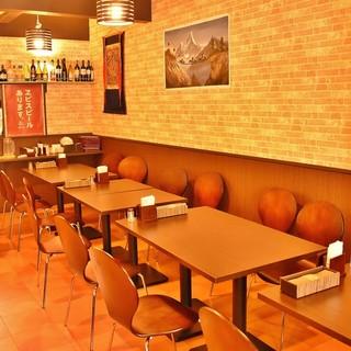 明るく広々とした空間で美味しいお酒とお料理をお楽しみ下さい♪
