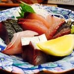 お食事処 潮騒 - 新鮮な魚介がここに集結!
