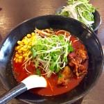 麺弥 七福鈴 - 「紅」に「生野菜追加」したとしてもトッピングされて来ず、セルフで乗せたりする。