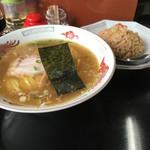 秀盛 - 料理写真:半ちゃんらーめん(780円)
