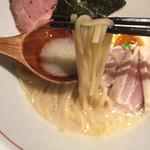 70541362 - 魚介白湯新味 麺