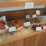 Bakery cafe Gift - 内観1 此処はパン屋さん
