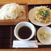 うどん茶屋 海津屋 - 料理写真:細麺(冷たい)ざるうどん650円+単品のかき揚げ260円