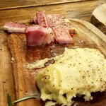 70549438 - 肉バルKACCHANのマッシュポテト680円