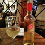 70549925 - [ドリンク] 白ワイン テラ・サラ グラス & ボトル
