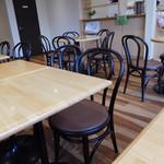 ベーカリーカフェ デリーナ - 店内風景
