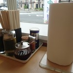 くるまやラーメン - 卓上の調味料&キッチンタオル(笑)
