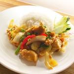 タイ料理 スワンナプームタイ - 鶏のレモングラス炒め(ガイパット・タクライ)