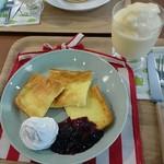 ラステン アイカ - ムーミンママのホットケーキとマンゴーミルクスムージー