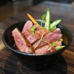 肉や大善 - サーロインステーキ丼 A-5等級 米沢牛Ver.☆