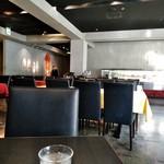カフェ・コムサ - [内観] 店内 テーブル席 ③