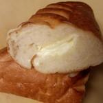 breadworks エキュート品川 - ミルクスティック断面(このクリームも美味しかったな~)