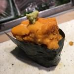 第三春美鮨 - エゾバフンウニ 二年生 タモ漁 北海道利尻