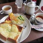 昔ながらの喫茶店友路有 - チーズトーストセット 580円