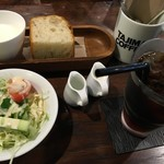 70560276 - セットのサラダとラッシーとパン