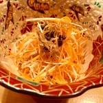 オステリア あんじゅ 西麻布 - セロリと人参とちりめん山椒のサラダ