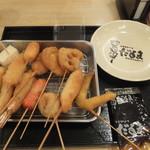 70565539 - だるまの「大阪城セット」1,393円+チーズ、ささみ各1本
