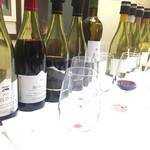 70567871 - 赤ワインの試飲も5種類500円。