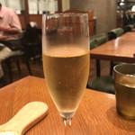 70570563 - 1人の友達はシャンパン飲んでました