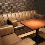 Bar Smitomashira - 6名様掛けソファー席