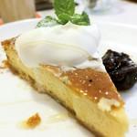 CAFE STRADA - ハニーチーズケーキ
