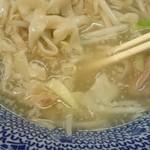 らーめん きじとら - 意外や意外…………あっさり塩スープ