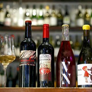 国内流通量が非常に少ない、自然派ワインを100種類以上ご用意