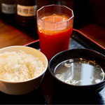 徳川ホルモンセンター - ご飯、テールスープ、野菜ジュース