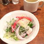 七つ森 - セットのサラダとスープ
