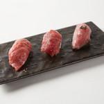 店主が選んだ本日の肉寿司3種盛り!