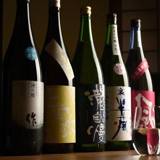 店主の地元三重や京都の地酒を中心に