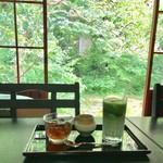 ぼうずン・コーヒー - ほうじ茶ゼリー 300円(税込) アイス抹茶ラテ 350円(税込)