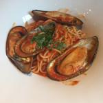 RIGOLETTO WINE AND BAR - ムール貝のチリトマトソース
