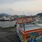 回転寿司すしえもん - 回転寿司すしえもん 宇和島本店(愛媛県宇和島市弁天町)お店の目の前が港