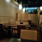四季 - [内観] 店内 テーブル席