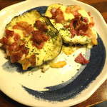 海鮮居酒屋 えん屋 - 丸茄子とベーコンビッツのチーズ焼。