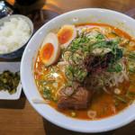 ららららーめん - 料理写真:「担豚麺(半熟味玉子入り)」(1,000円)。ノーマルは850円。