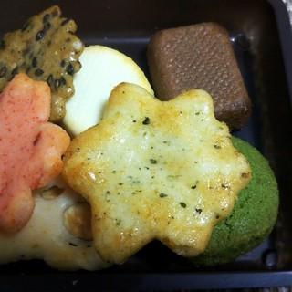 小倉山荘 - 料理写真:をぐら山春秋あられ&ショコラ(ベイクドタイプ)