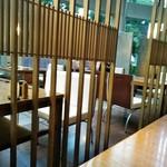 音音 - [内観] 店内 テーブル席 ①