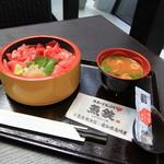 魚屋のどんぶり 魚錠 - 料理写真: