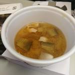 神戸ビフテキ亭デリ - 朝食おにぎりに無料で付いてくる温かい豚汁♪