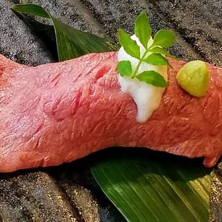 神戸牛炙り寿司や椎茸ステーキ自家製デザートまで魅力的メニュー