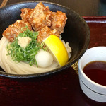 讃岐屋 雅次郎 - 「からあげぶっかけ」(850円)。つけ麺ではなくぶっかけなので、自分でぶっかけるらしい。