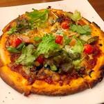 珈琲houseメルビィ - モッツァレラチーズの乗った季節野菜とベーコンのピザ