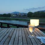 70625537 - 川床からの景色(夕方)