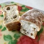 boulangerie Paume - 牛蒡たっぷりふっくらパン。