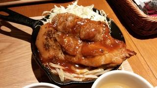 東京オーブン 赤坂 - 宮崎まるみ豚の厚切りステーキ